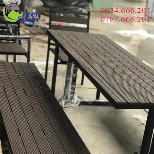 Bàn ghế gỗ nhựa ngoài trời